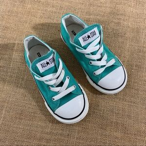Vintage low top converses size 9 in pine green